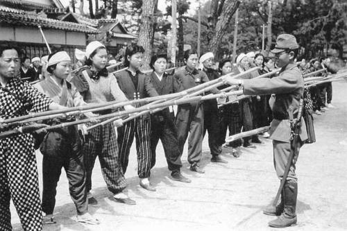 Japanese-home-defense-training_1945