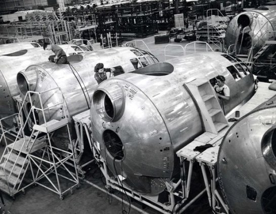 b29-superfortress-engine-assembly-line